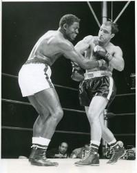 Ezzard Charles vs Rocky Marciano